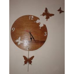 ساعت فانتزی زیبا  با طرح پروانه