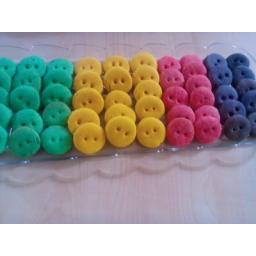 شیرینی دکمه ای در رنگهای مختلف