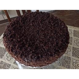 کیک شکلاتی با لایه های کرم و شکلات