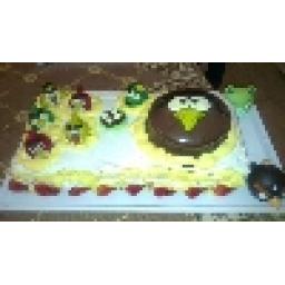 in cake baraye 70 nafar mibashaf