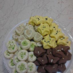 شیرینی های  گردویی برنجی نخودی-کاکائویی-زعفرانی