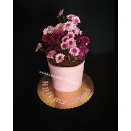 کیک گلدان گل خامه ای